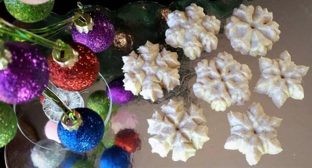 Sparkling Snowflake Almond Spritz Cookies © 2016 Impress! Bakeware, LLC f2019