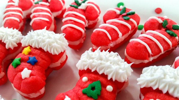 y Peppermint Candy Cane & Stocking Sandwich Cookies Stuffed Crushed Peppermint cookie press spritz © 2017 Impress! Bakeware, LLC.jpg