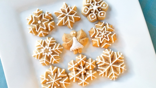 Snickerdoodle Spritz Snowflakes and Angels © 2019 Impress! Bakeware, LLC l.jpg