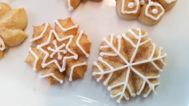 Snickerdoodle Spritz Snowflakes © 2019 Impress! Bakeware, LLC e.jpg