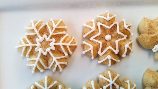 Snickerdoodle Spritz Snowflakes © 2019 Impress! Bakeware, LLC f.jpg