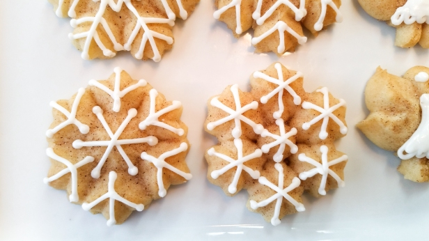 Snickerdoodle Spritz Snowflakes © 2019 Impress! Bakeware, LLC h