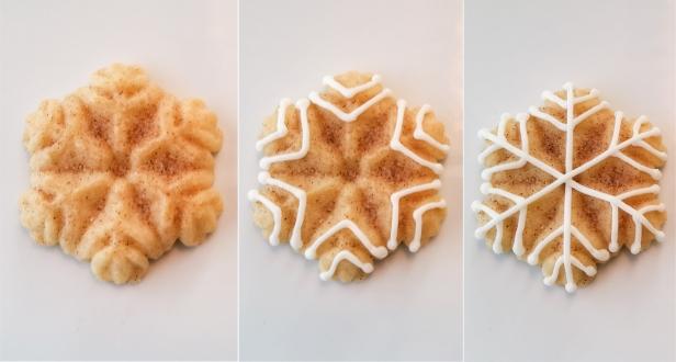 Snickerdoodle Spritz Snowflakes © 2019 Impress! Bakeware, LLC k