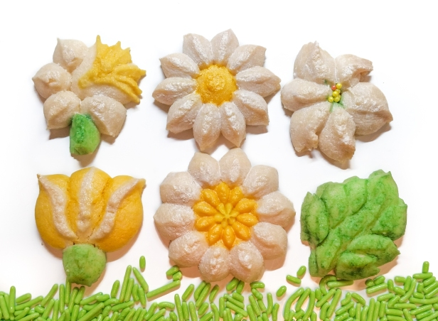 Spring Spritz Cookies flowers daffodil lily daisy tulip leaves 2 © 2020 Impress! Bakeware, LLC