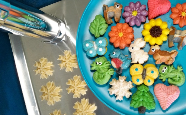 Impress! Bakeware Cookie Press and cookies made with 12 Disks © 2019 Impress Bakeware, LLCsms2